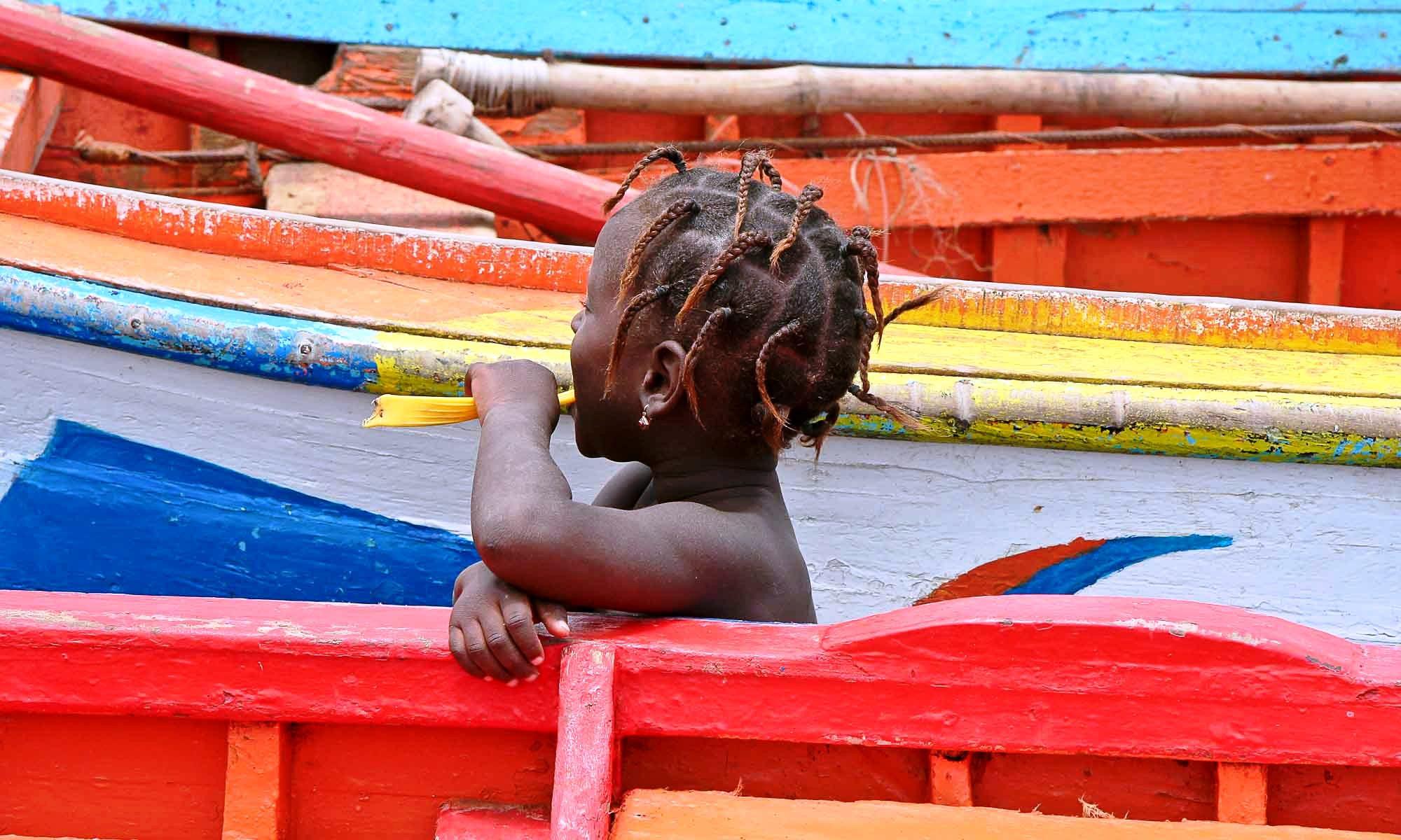 Vissersbootjes / meisje Porte Mosquito.